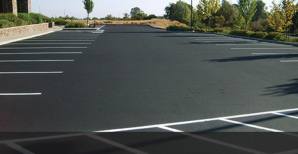 asphalt-sealcoating-striping1.jpg